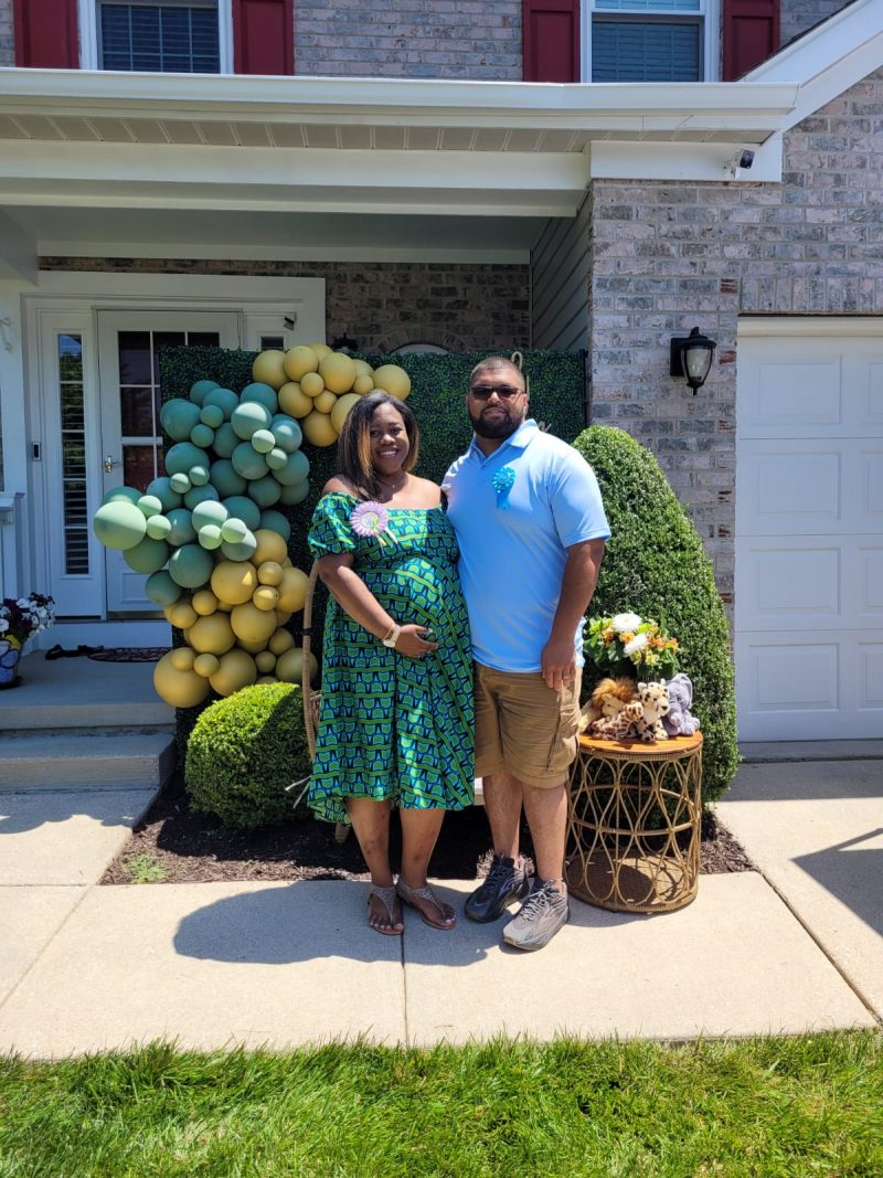 Jasmine and her husband at their baby shower
